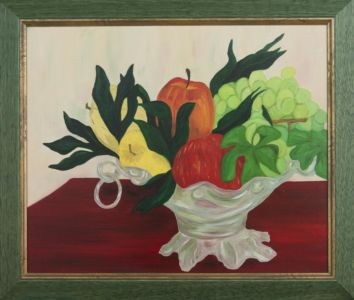 Naturaleza muerta, manzanas, uvas, en una cesta de cristal.