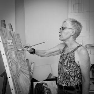 Nadia Vuillaume dans son atelier à Villette (78)