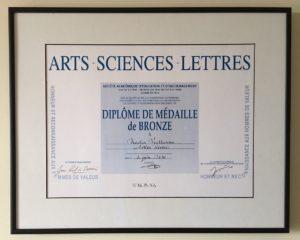 Artiste diplômée d'Arts-Sciences-Lettres